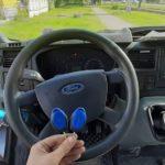 Ford Transit необходимо было запрограммировать оригинальный чип ключ с кнопками в корпусе синего цвета